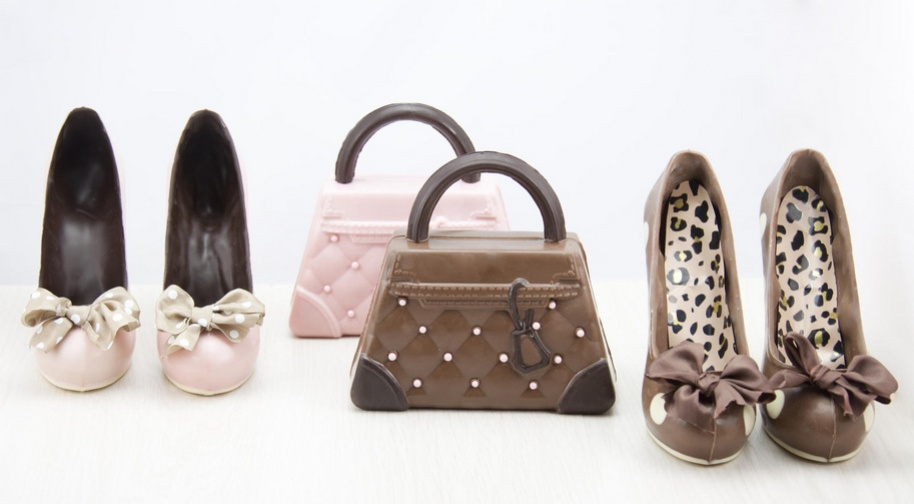 tacones de chocolate con bolso de chocolate